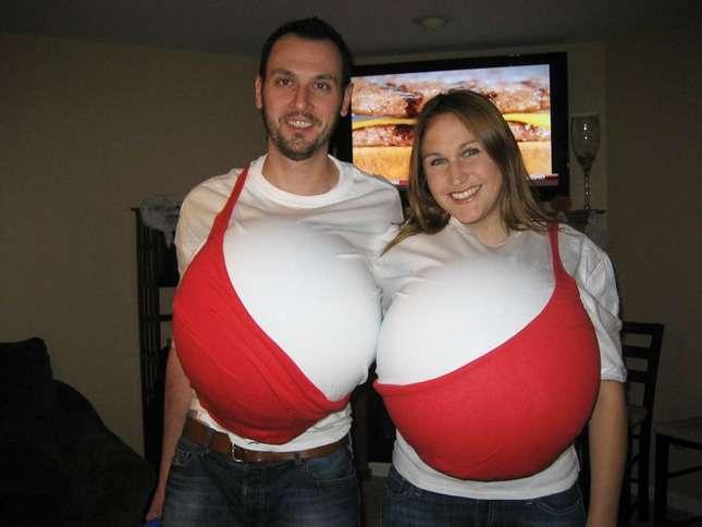 Couple dans un seul soutien-gorge
