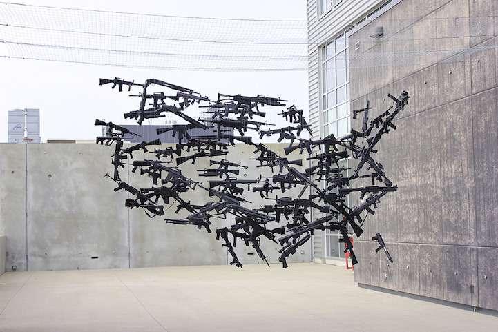 Art en perspective avec des armes