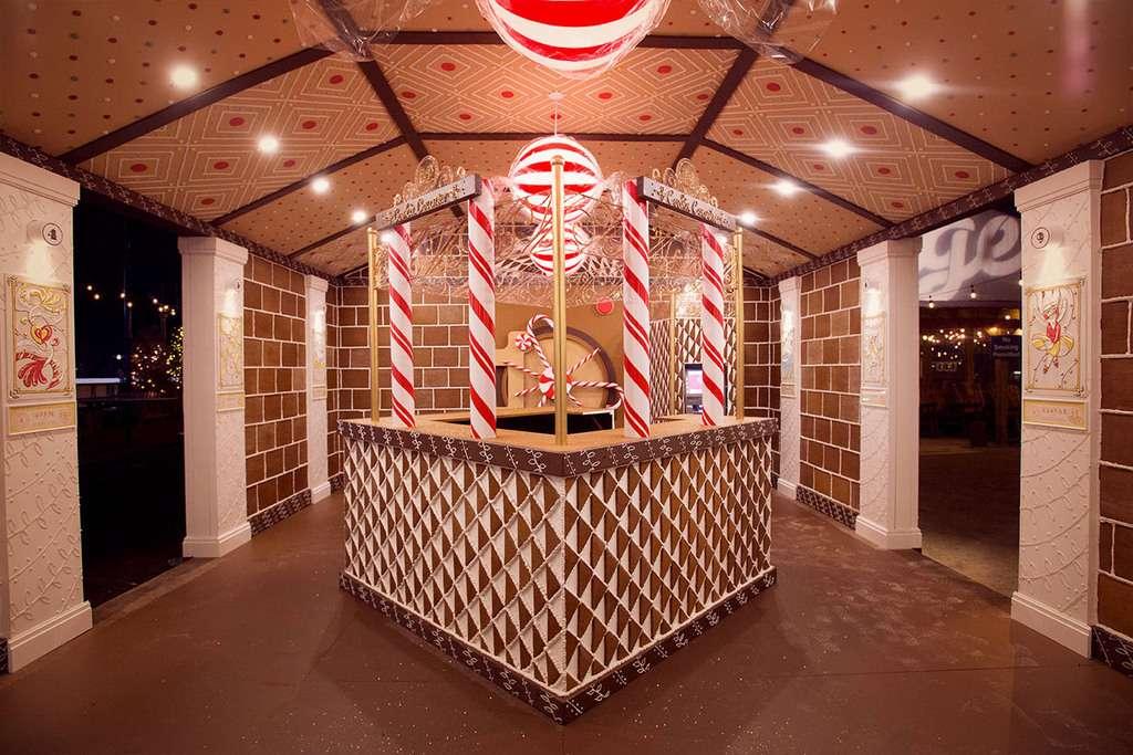 Banque en pain d'épices vue de l'intérieur