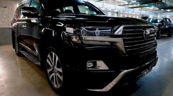 zimbabwean minister promises lawmakers luxury suv 39 s to pass 2019 budget foreign affairs nigeria. Black Bedroom Furniture Sets. Home Design Ideas