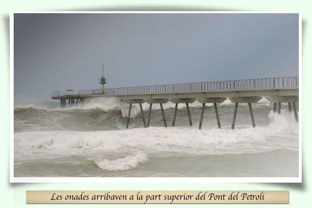 El pont i les onades