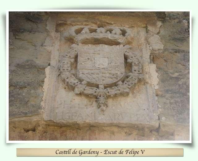 Escut de Felipe V al Castell de Gardeny