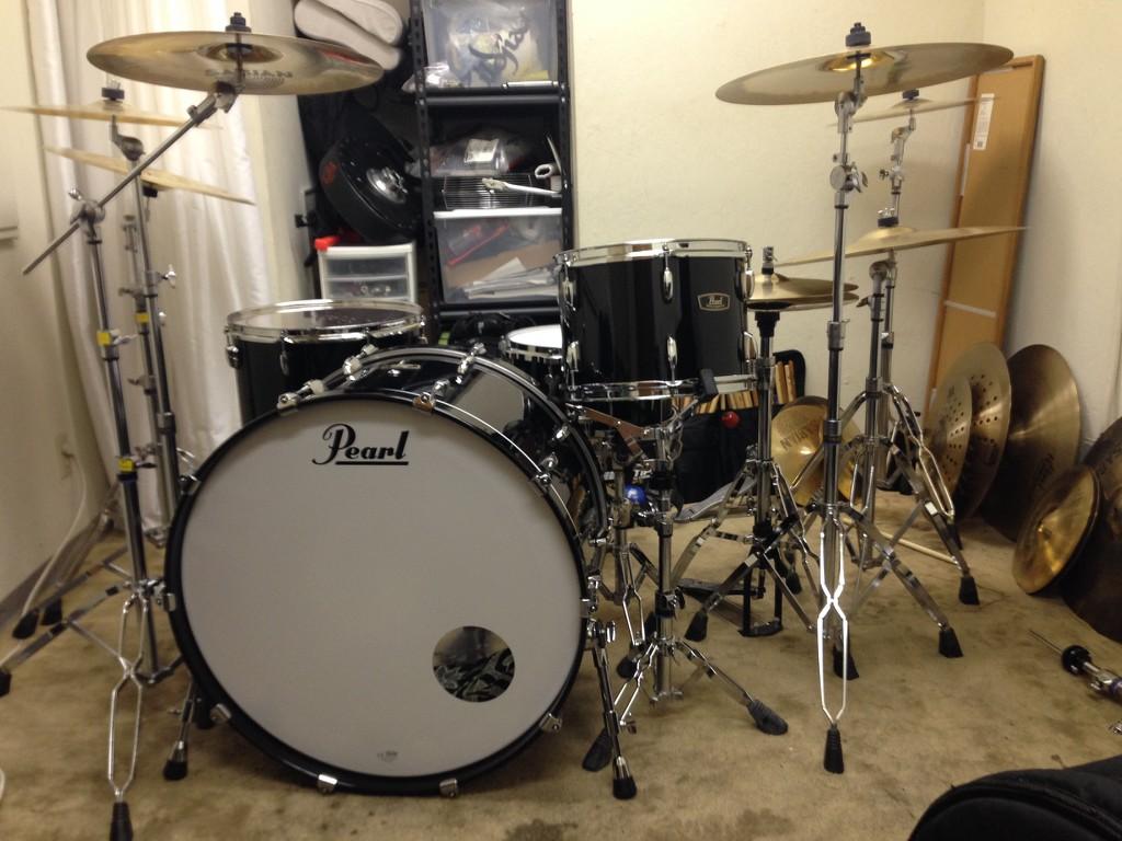 piano black wood fiberglass 26 bass drum kit. Black Bedroom Furniture Sets. Home Design Ideas