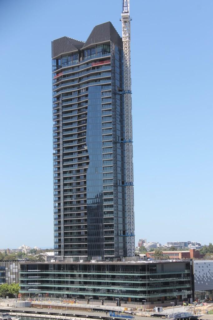 DOCKLANDS | Yarra's Edge | Array | 125m | 40L | Residential
