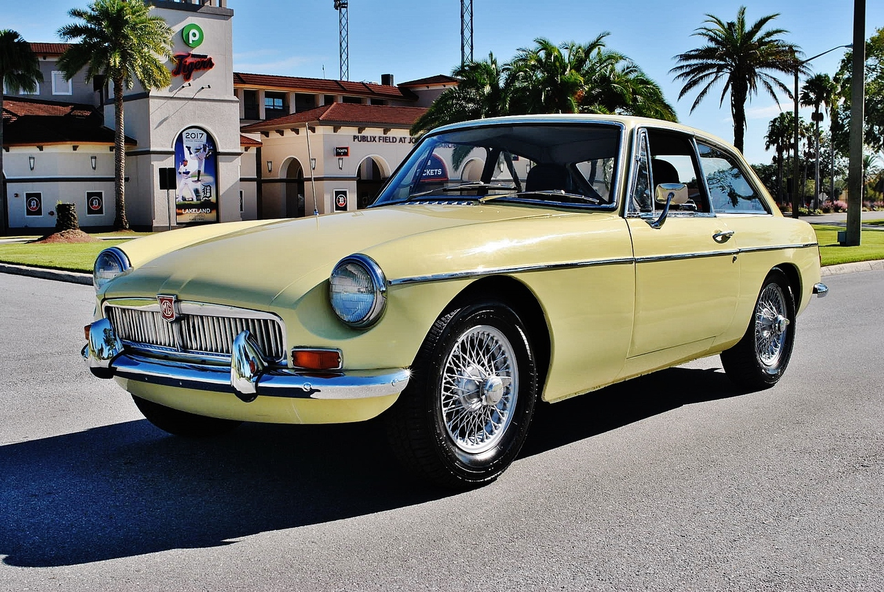 1969 MG MGB GT Coupe Restored 4-Speed Gorgeous Car: Beautiful Olds School MG 4 Cylinder Dual Carb 4-Speed Light Yellow on Black