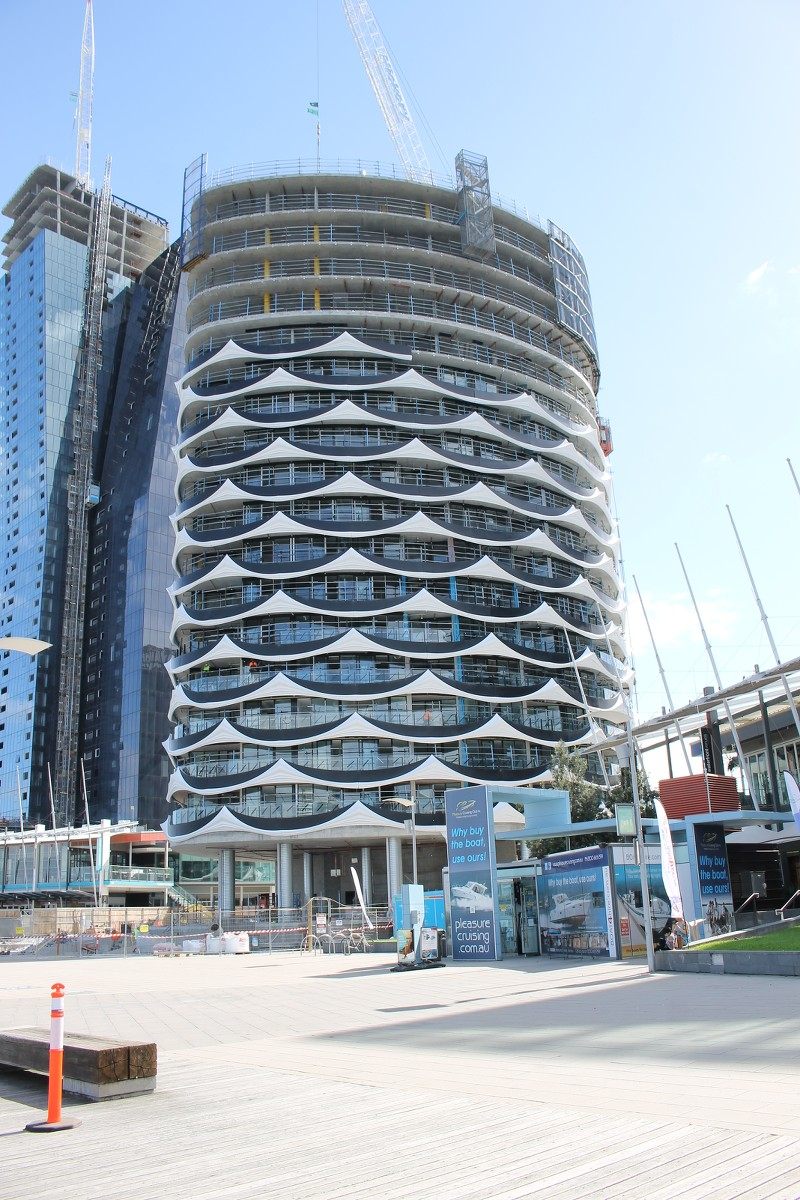 DOCKLANDS   Banksia New Quay   429-437 Docklands Drive   17L   68m   Residential