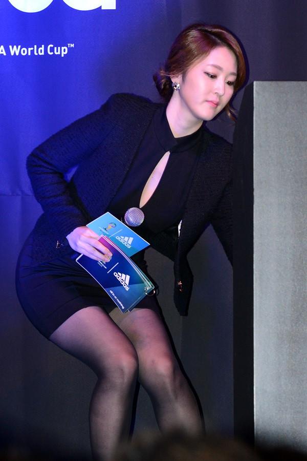 Newsanchor Shin Ah Youngs fuckable body - The Asian