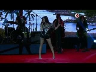 Maite Perroni cantando