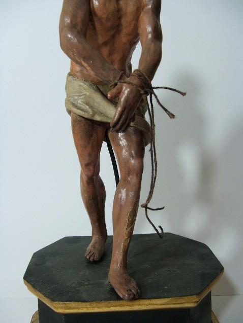 Antica scultura in legno di cristo alla colonna h 36 cm for Finestra antica aperta