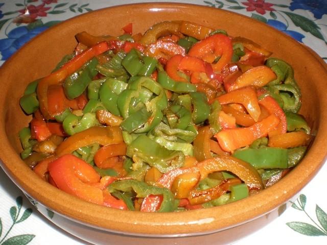 Pimientos en wok a la sal