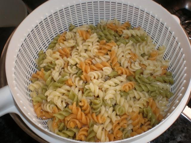36nIOc - Espirales con almejas en salsa de yogur y tomate