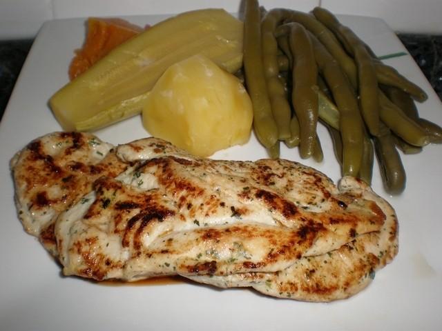 Filetes de pollo con verdura hervida