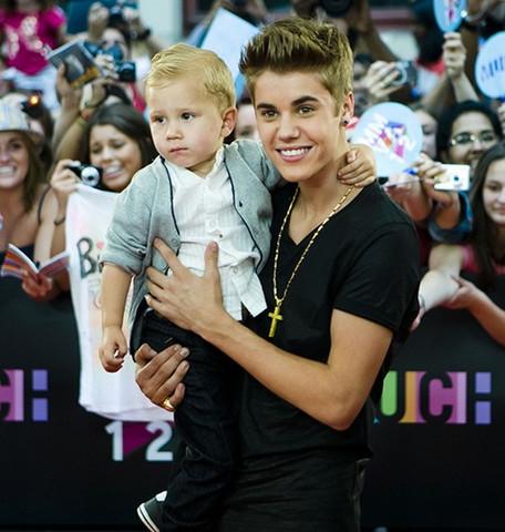 Foto de Justin Bieber y su hermano Jaxon
