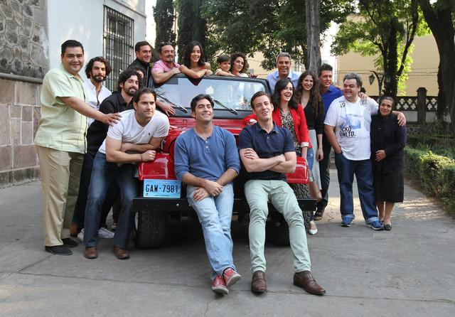 Elenco de la telenovela en el pizarrazo oficial