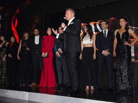 Otra de las imágenes de la presentación de la telenovela Pasión y poder
