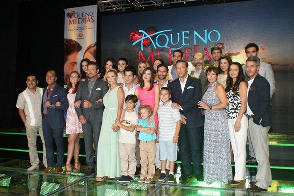 Otra foto de la presentación de la telenovela