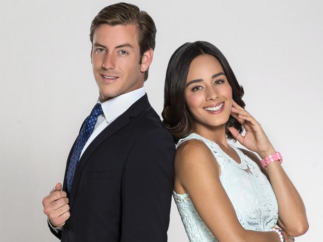 Esmeralda Pimentel y Juan Diego Covarrubias en una de las imágenes publicitarias