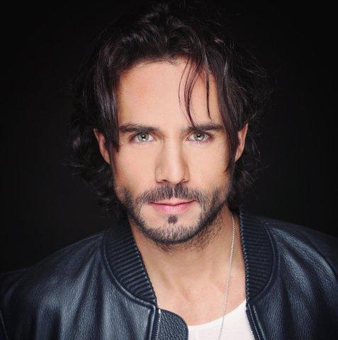 Supuesto pleito de José Ron  afuera de Televisa