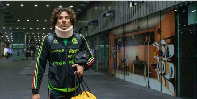 Memo Ochoa sufre esguince cervical