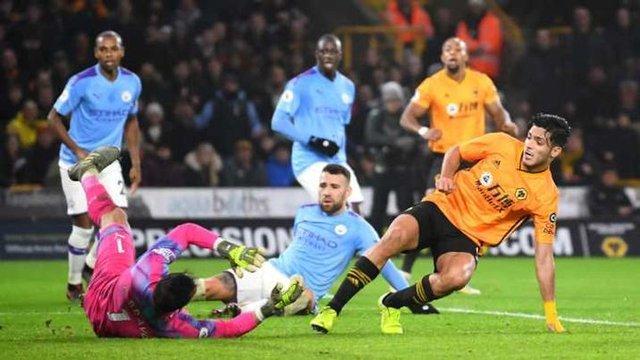 Raul Jiménez marca gol  en triunfo de Wolverhampton