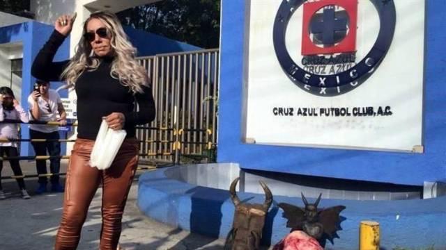 Bruja Zulema hace ritual para ayudar a Cruz Azul