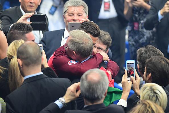 Cristiano Ronaldo feliz y sorprendido al recibir la felicitación de Sir Alex Ferguson