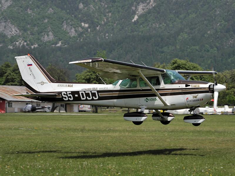 Cessna 172 S5-DJJ