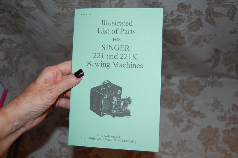 Complete Library Service Manuals Singer Featherweight 221 /& 221K Sewing Machines