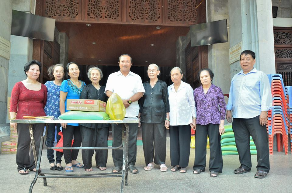 Giáo xứ Vĩnh Hòa: Phát quà Tết cho người nghèo